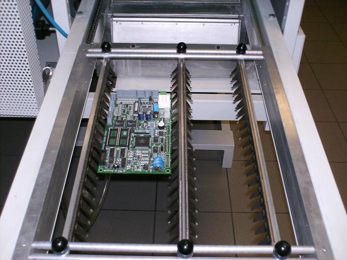 Entrée du circuit imprimé dans la vague